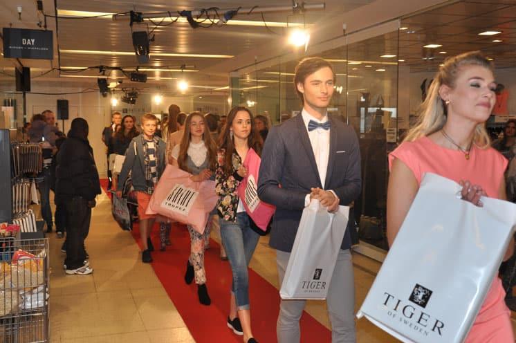 ca6d083be22 Fashion Show - Hørsholm Midtpunkt - Artists - Sundberg Production